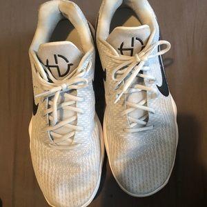 Nike Mens Hyperdunk 2017 low basketball shoe.